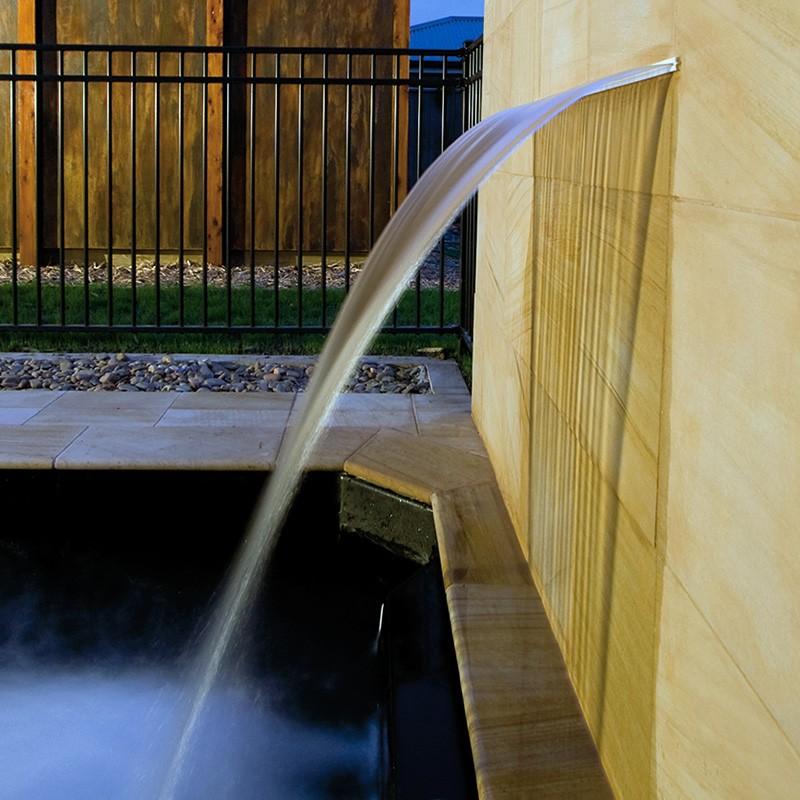 Cascada silkflow poolaria for Cascadas de piscinas