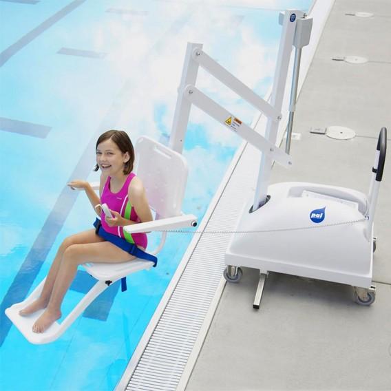 Elevador portátil para acceso piscina discapacitados AstralPool